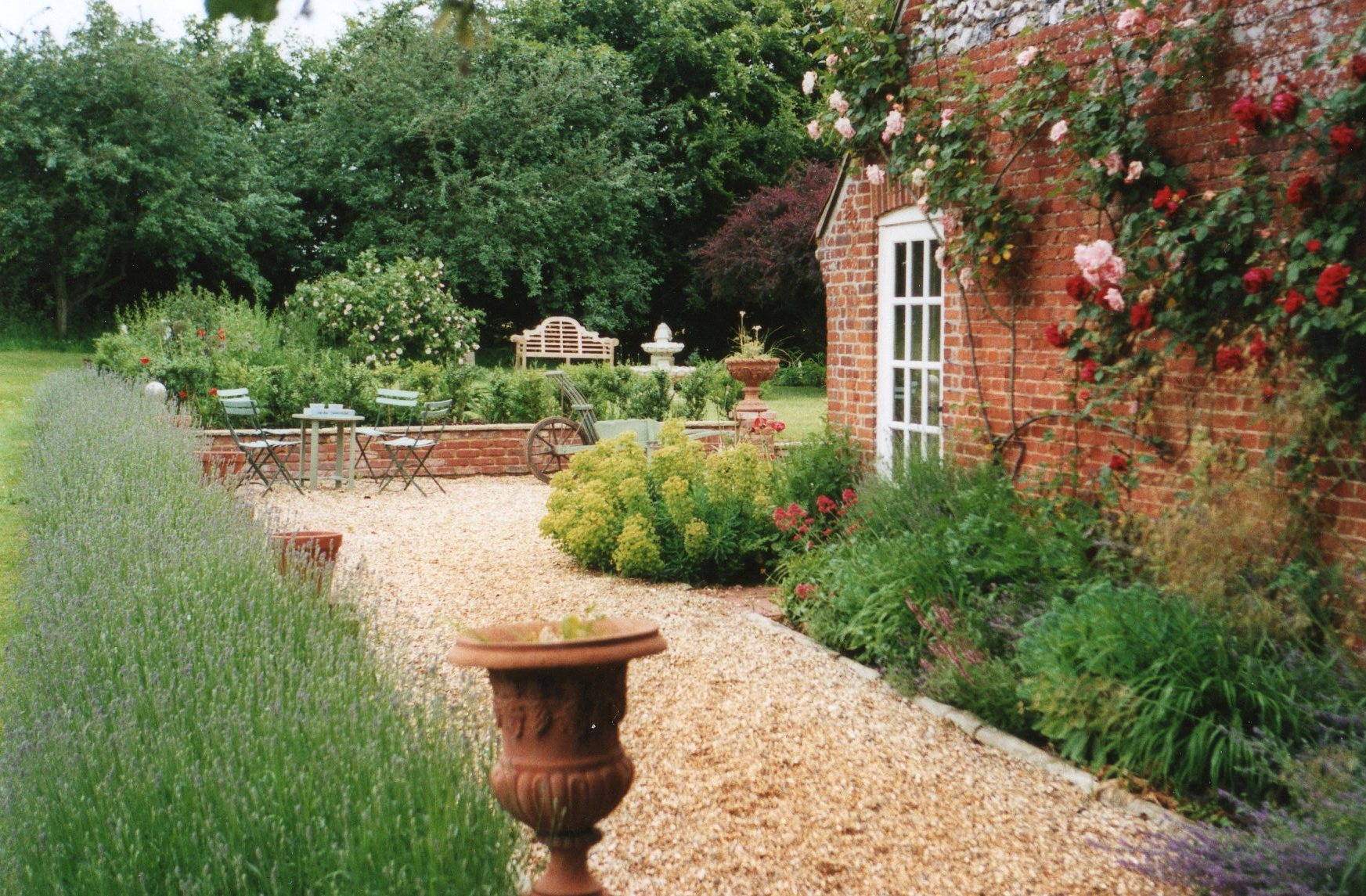 Making a country garden jardin for Country garden designs landscaping