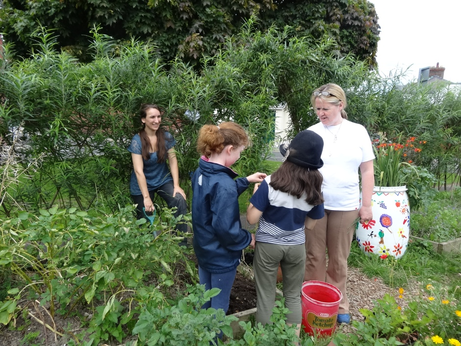 Marion Kelly giving growing advice in Serenity Community Garden