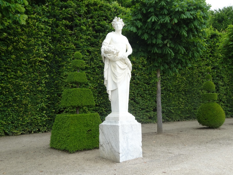 Topiary and classical statue - Versailles