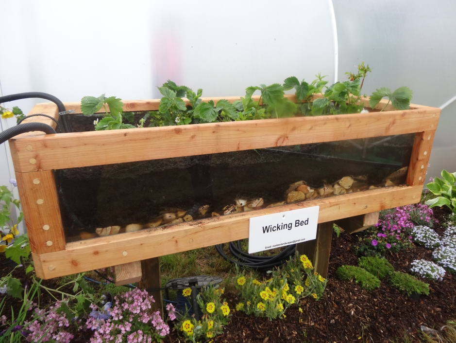 Self- contained raised wicking bed, with built in resevoirs