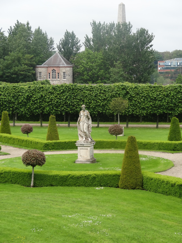 Imma modern art in a formal garden jardin for Formal garden