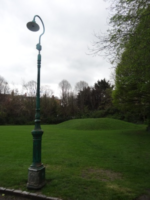 Old lamp post, Merrion Square