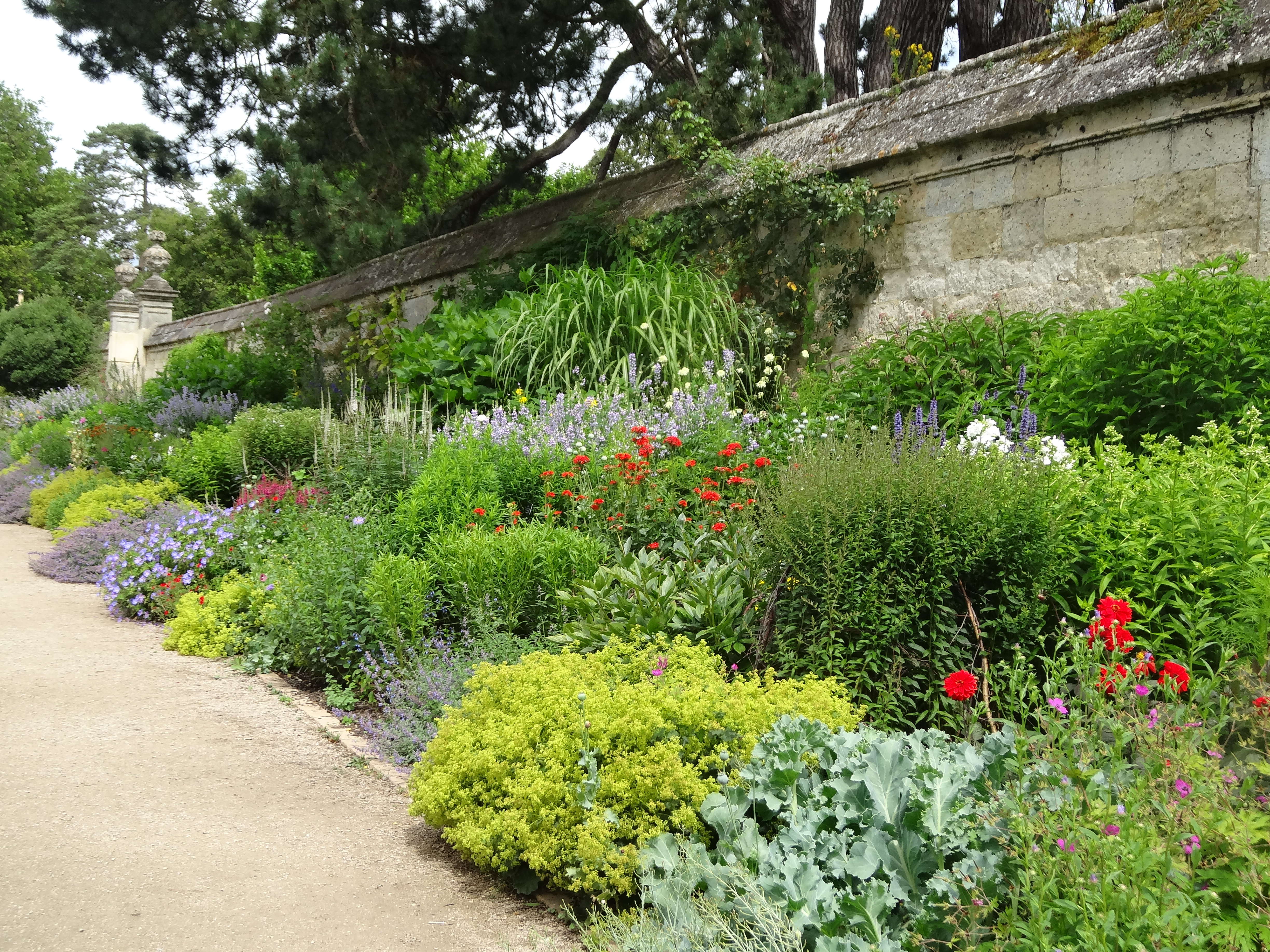 Oxford britain s oldest botanic garden jardin for Herbaceous border design examples