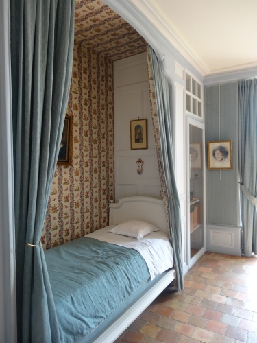 One of the charming bedrooms in Château de Villandry